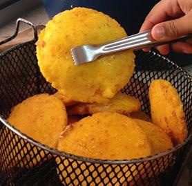 16-12-16-comida-en-la-playa-arepa-de-huevo