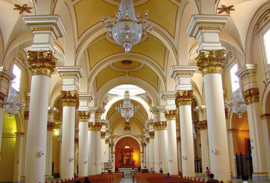 Iglesias-en-colombia---Catedral-Primada-Basílica-Metropolitana-de-la-Inmaculada-Concepción-de-María,-Bogotá