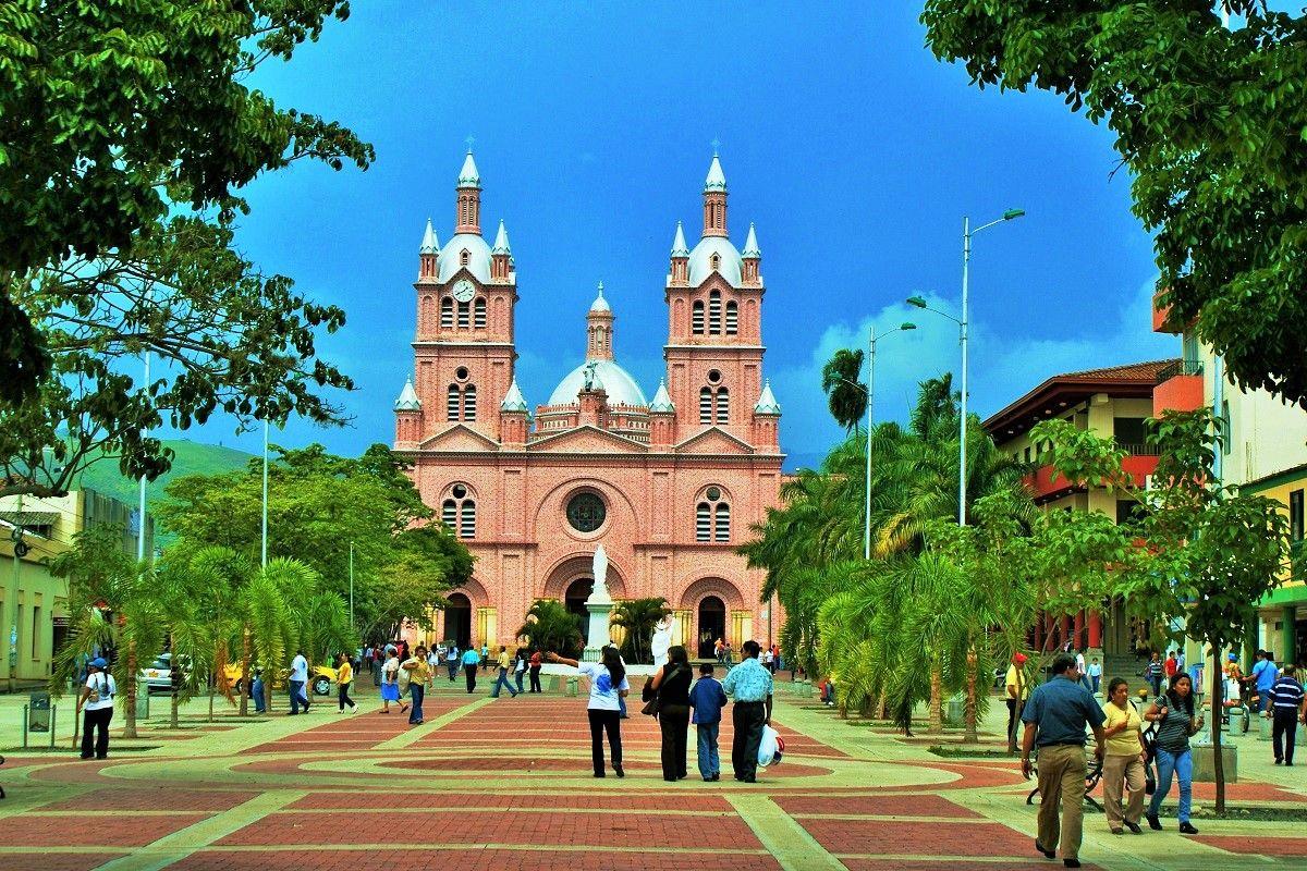 Iglesias en Colomba - El señor de los milagros Buga