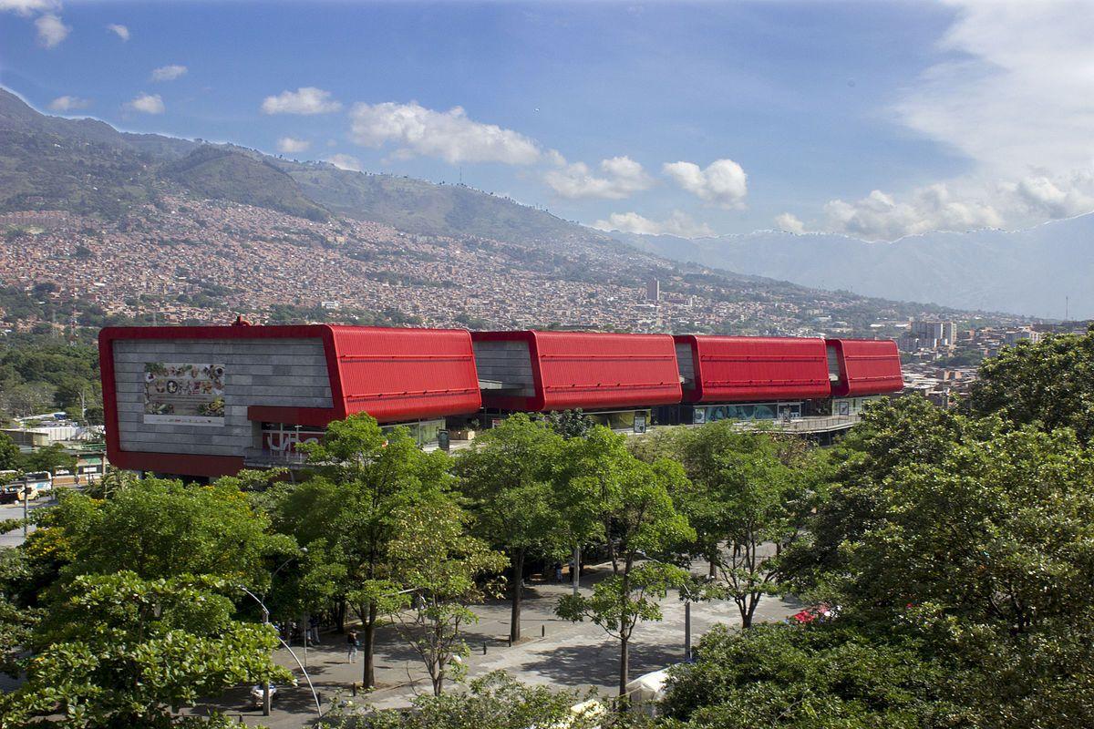 Rentar un carro en Medellín - parque explora