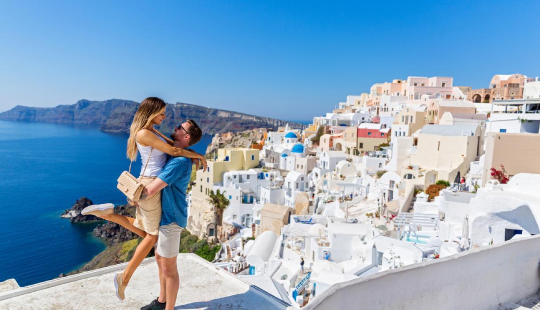 Destinos internacionales baratos para viajar cada mes - alquiler de carros Santorini